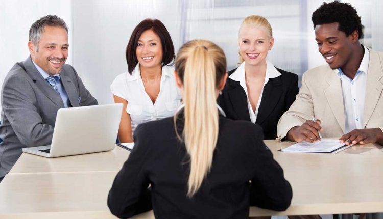 Frazės iš darbuotojų charakteristikų su šifruotėmis, skirtomis vadovams
