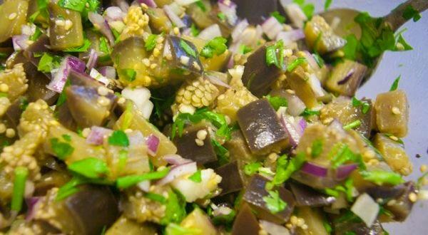 Grybų skonio baklažanai su česnaku, pagaminami  per 10 minučių